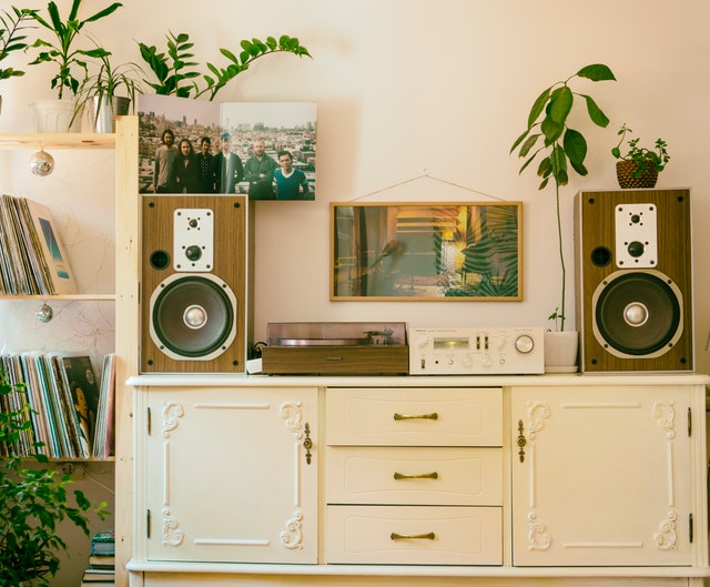 Choosing the Right Home Speaker On a Budget